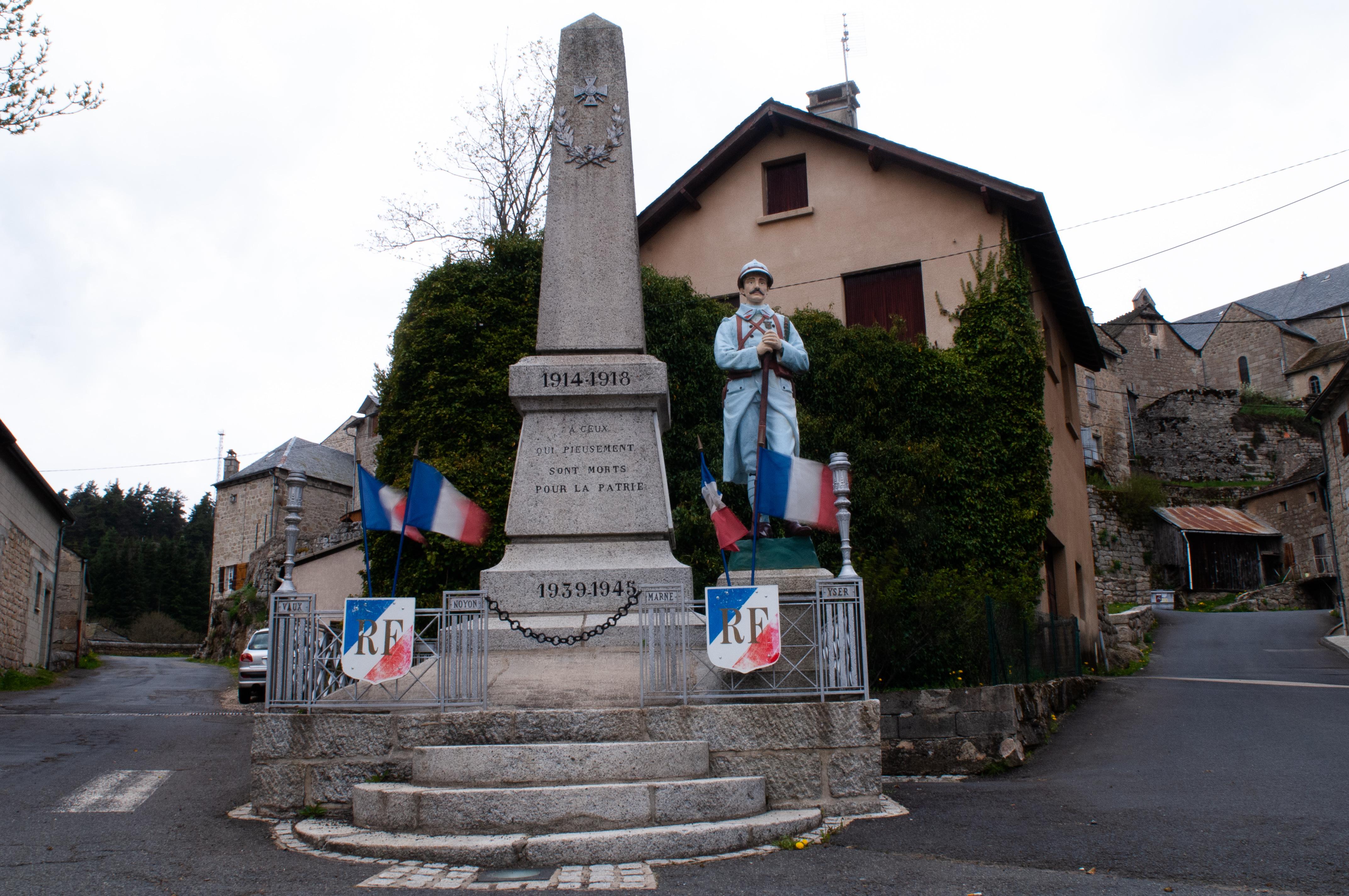 Monument au mort Serverette 2