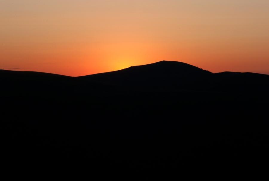 coucher de soleil sur le plateau de Beille, vallée d'Ax les thermes, au dessus des cabanes, photographie de coucher de soleil, coucher de soleil sur le plateau de Beille, coucher de soleil en ariege